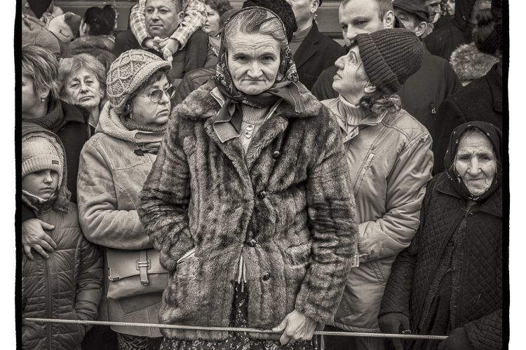 cepa-gallery-dan-burkholder-parade-watchers-romania-auction-2021-min